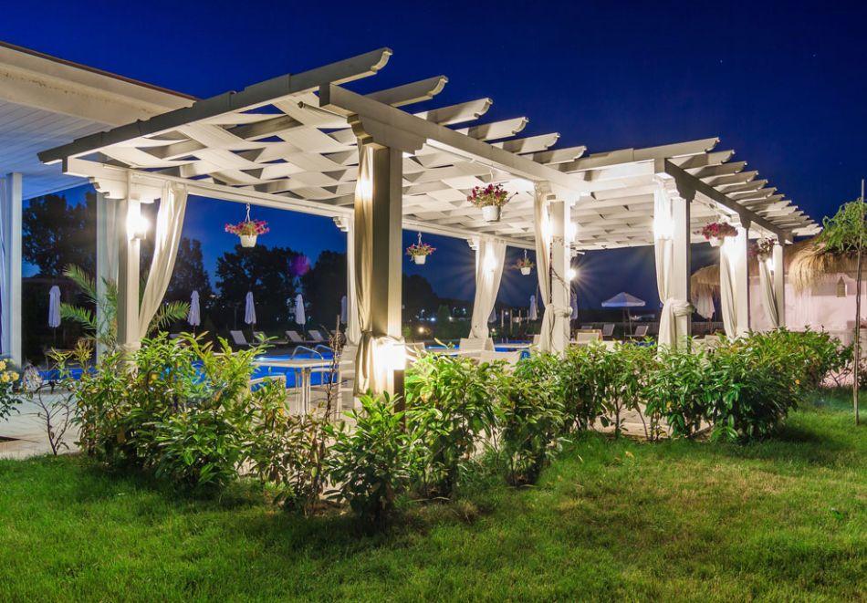 На първа линия в Созопол! Нощувка на човек със закуска + басейни от Хотел Аполония Ризорт****, снимка 10