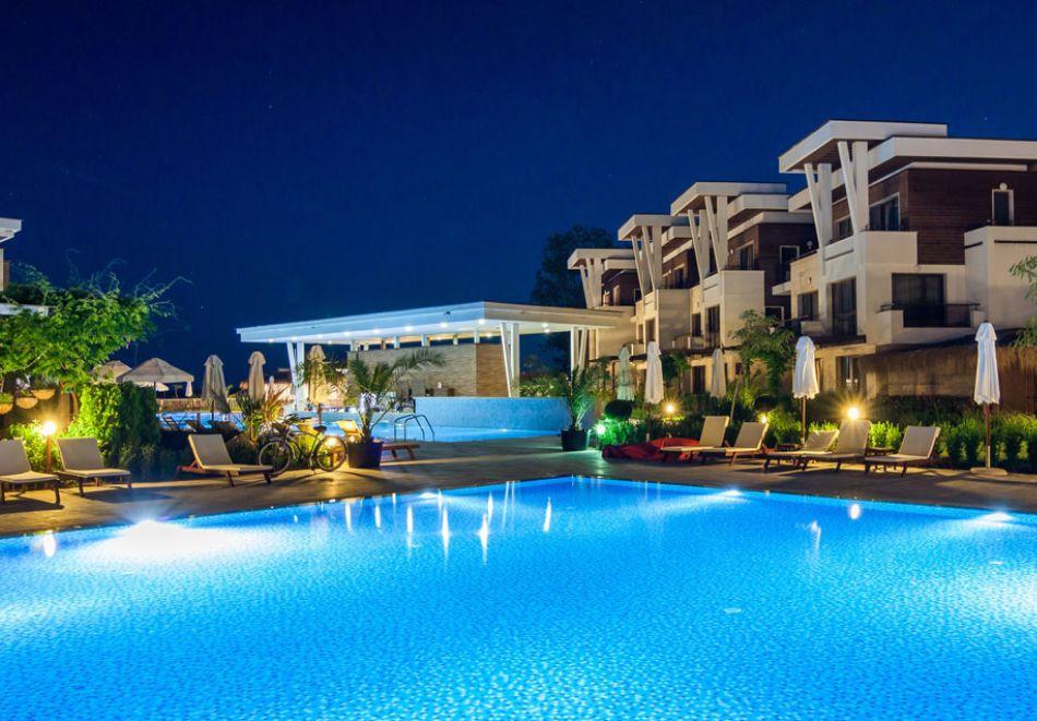На първа линия в Созопол! Нощувка на човек със закуска + басейни от Хотел Аполония Ризорт****, снимка 6