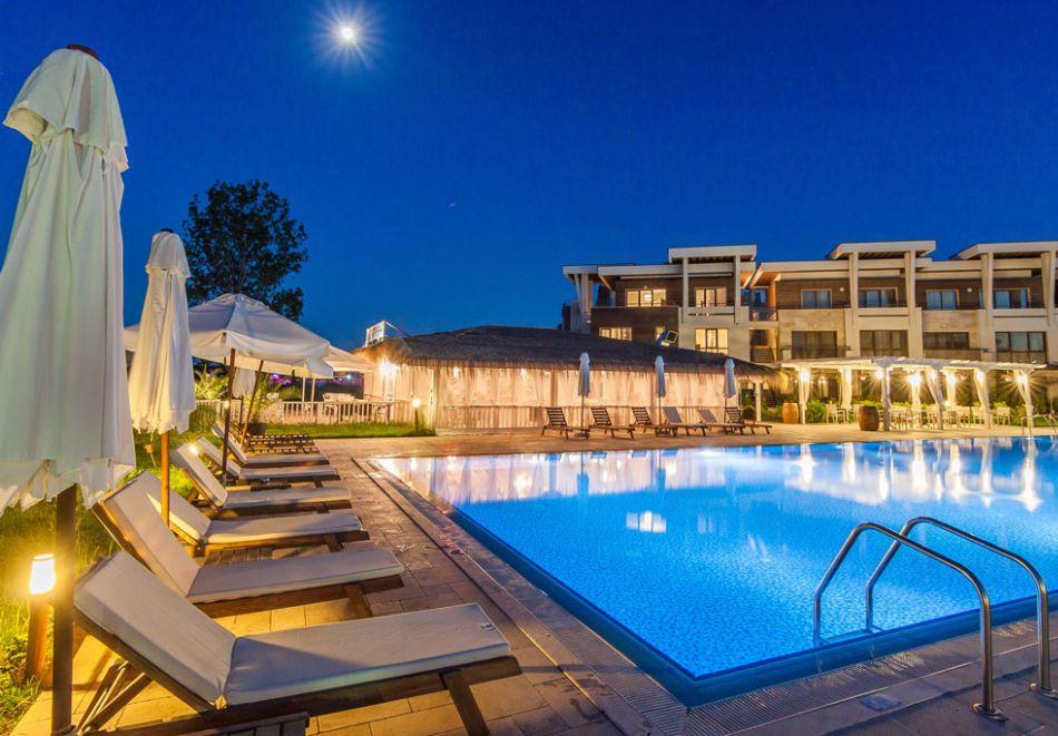 На първа линия в Созопол! Нощувка на човек със закуска + басейни от Хотел Аполония Ризорт****, снимка 5