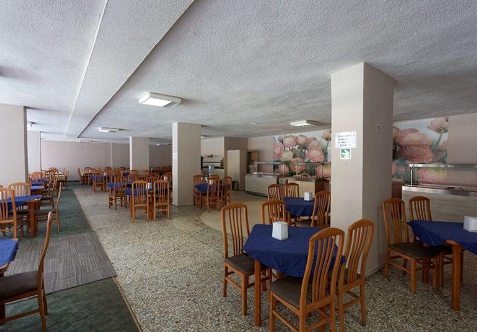 Нощувка на човек със закуска и вечеря + басейн и 3 водни пързалки от Хотел Росица, Св. Св. Константин и Елена, снимка 7
