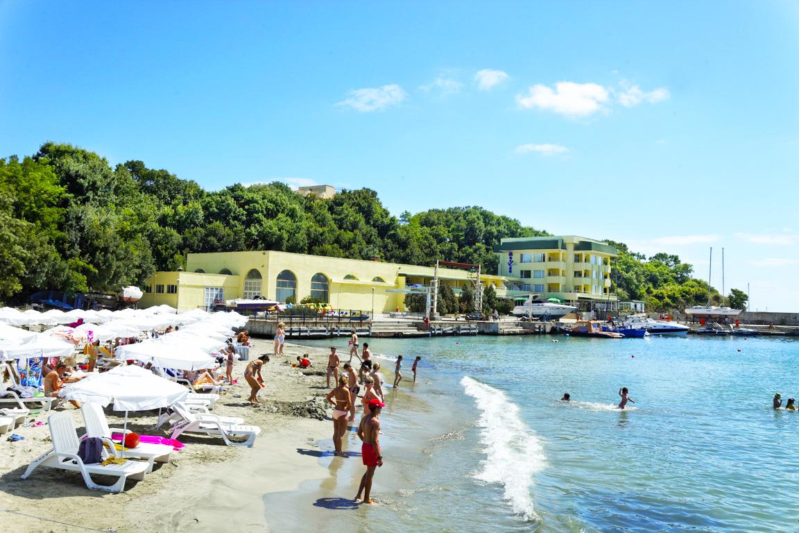 5 или 7 нощувки на човек на база All inclusive ligth на 1-ва линия в Китен + шезлонг и чадър на плажа от хотел Марина***, снимка 6