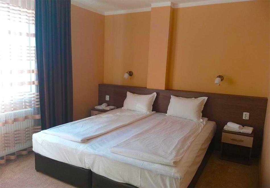 Нощувка на човек + минерален басейн и релакс пакет в хотел Релакс, Стрелча, снимка 4