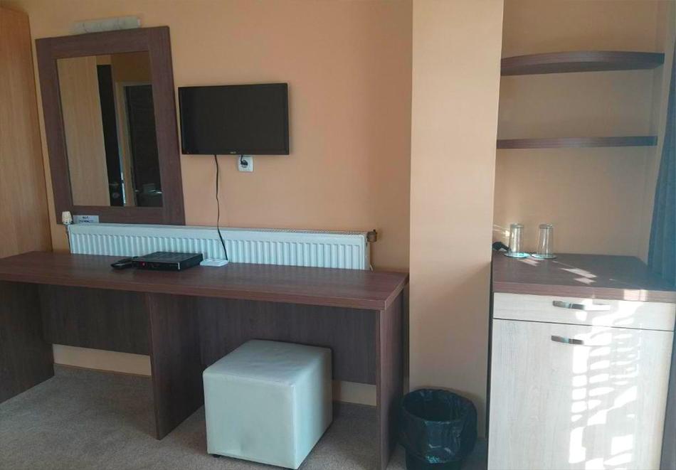 Нощувка на човек + минерален басейн и релакс пакет в хотел Релакс, Стрелча, снимка 6