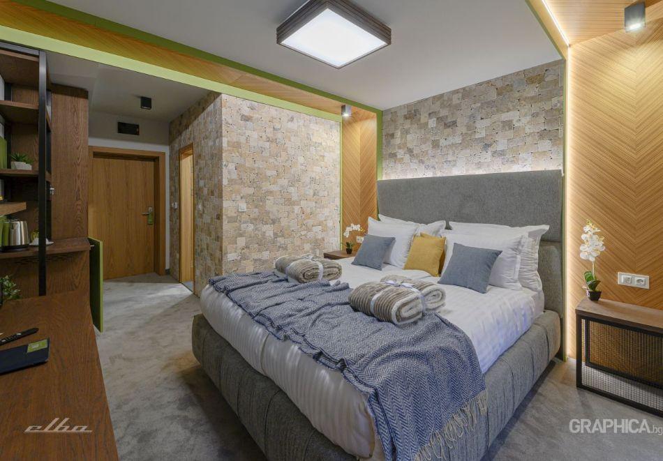 Нощувка със закуска на човек + басейн с подсолена вода и СПА в Семеен Хотел 103 Алпин, Паничище, снимка 6