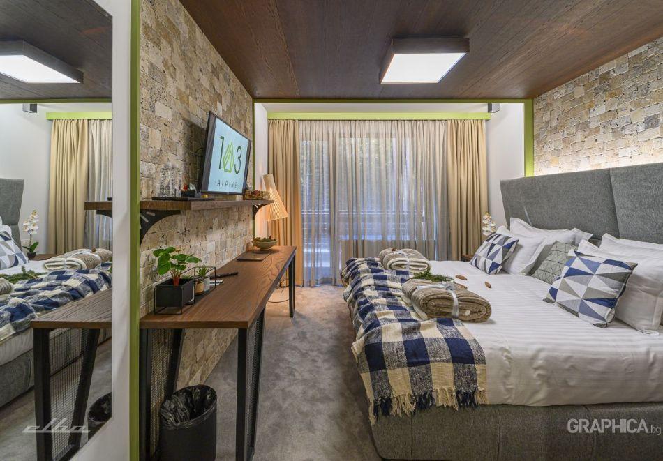 Нощувка със закуска на човек + басейн с подсолена вода и СПА в Семеен Хотел 103 Алпин, Паничище, снимка 13