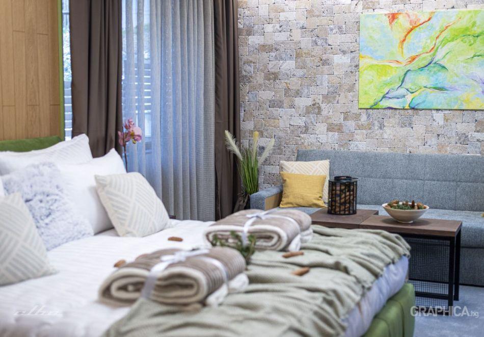 Нощувка със закуска на човек + басейн с подсолена вода и СПА в Семеен Хотел 103 Алпин, Паничище, снимка 12