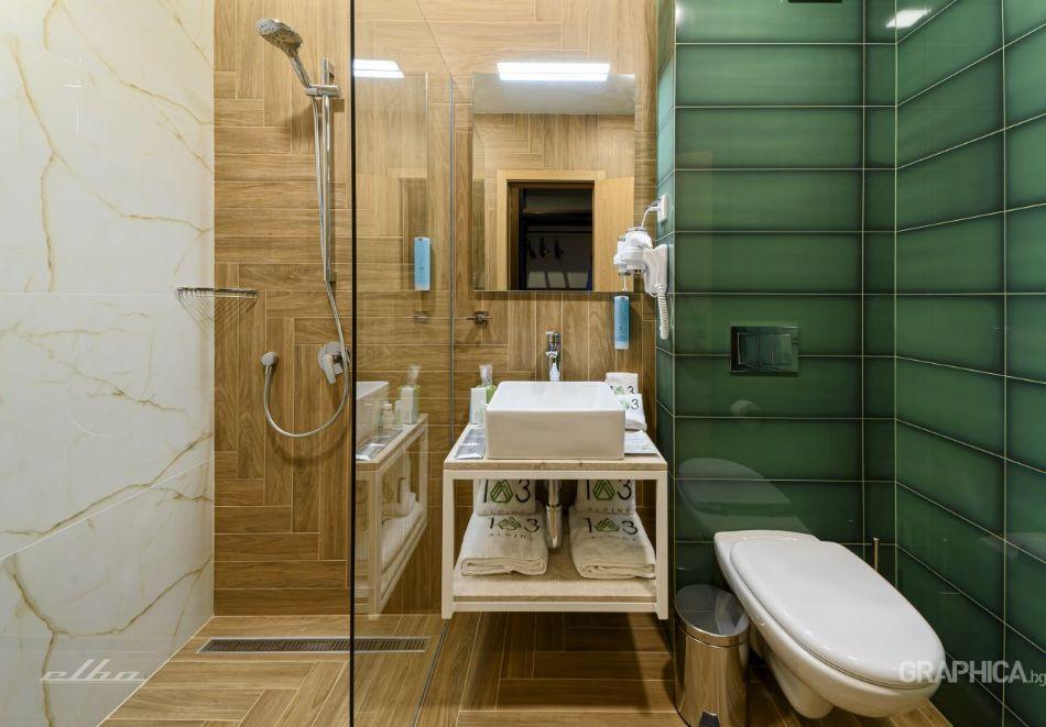 Нощувка със закуска на човек + басейн с подсолена вода и СПА в Семеен Хотел 103 Алпин, Паничище, снимка 18