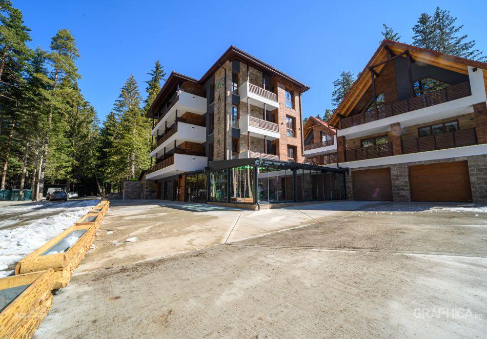 Нощувка със закуска на човек + басейн с подсолена вода и СПА в Семеен Хотел 103 Алпин, Паничище, снимка 3