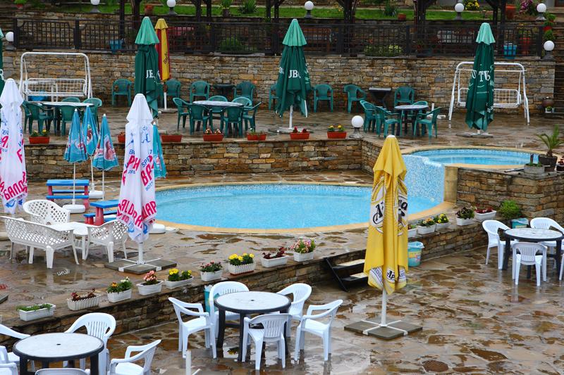 Нощувка на човек със закуска и вечеря + басейн в Семеен хотел Куклите 2, край Трявна, снимка 7