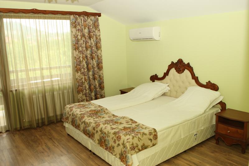 Нощувка на човек със закуска и вечеря + басейн в Семеен хотел Куклите 2, край Трявна, снимка 8