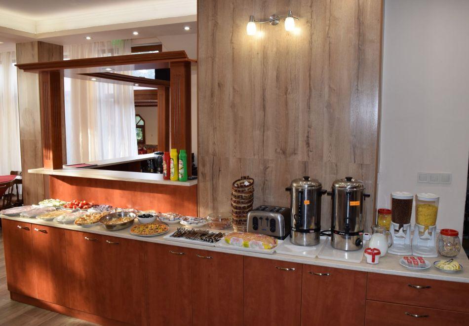 Нощувка със закуска на човек + басейн в Хотел Крис, Свети Влас, снимка 26