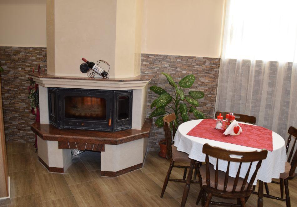 Нощувка със закуска на човек + басейн в Хотел Крис, Свети Влас, снимка 25