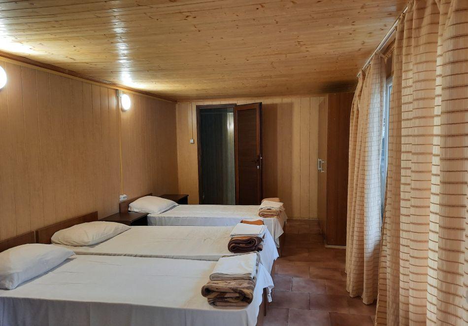 Нощувка с капацитет до 3-ма човека от бунгала Видин, Кранево, снимка 8