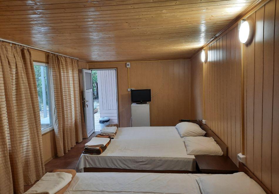 Нощувка с капацитет до 3-ма човека от бунгала Видин, Кранево, снимка 7