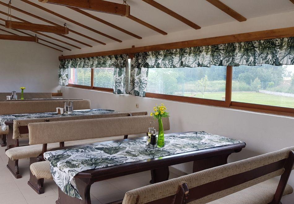 Нощувка на човек със закуска и вечеря + минерален басейн, сауна и джакузи в хотел Шарков, Огняново, снимка 6