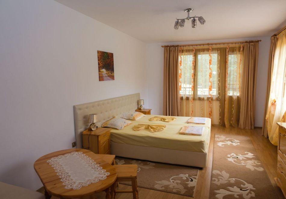 Нощувка със закуска на човек + басейн в семеен хотел Горски кът, с. Врабево край Троян, снимка 7