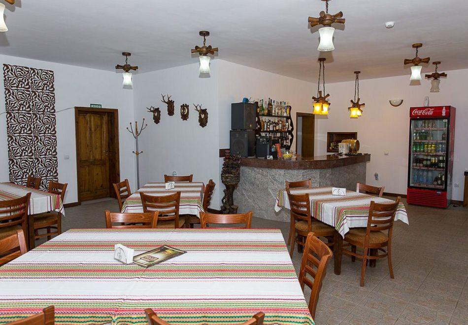 Нощувка със закуска на човек + басейн в семеен хотел Горски кът, с. Врабево край Троян, снимка 11