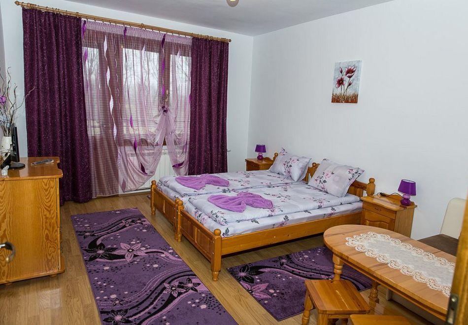 Нощувка със закуска на човек + басейн в семеен хотел Горски кът, с. Врабево край Троян, снимка 8