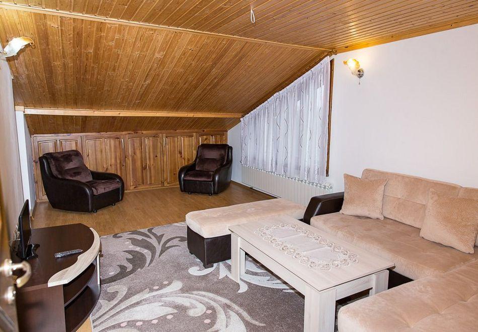 Нощувка със закуска на човек + басейн в семеен хотел Горски кът, с. Врабево край Троян, снимка 12