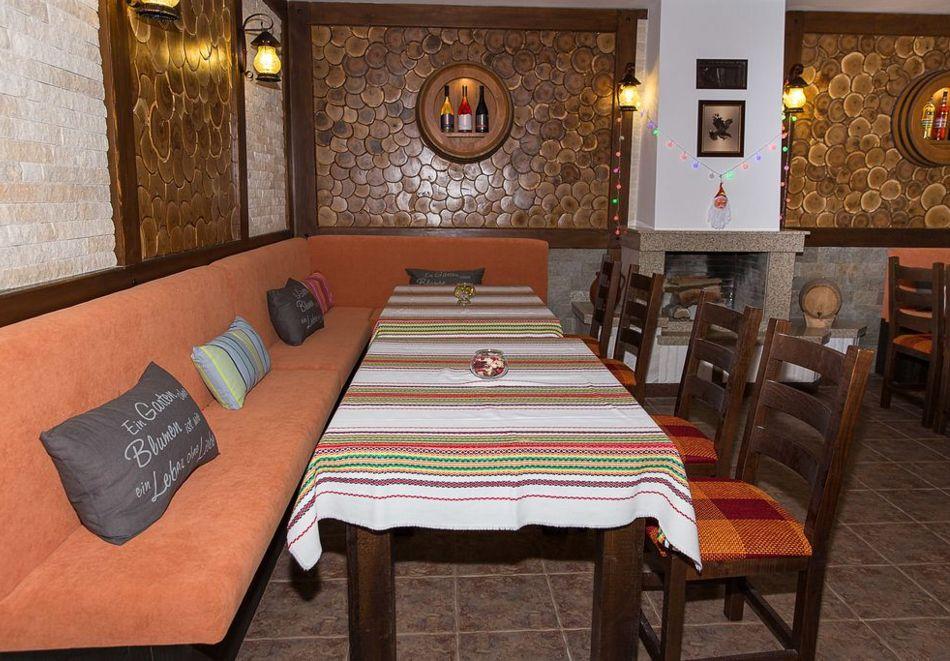 Нощувка със закуска на човек + басейн в семеен хотел Горски кът, с. Врабево край Троян, снимка 13