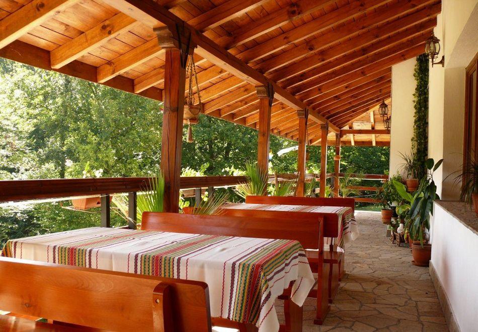 Нощувка със закуска на човек + басейн в семеен хотел Горски кът, с. Врабево край Троян, снимка 14