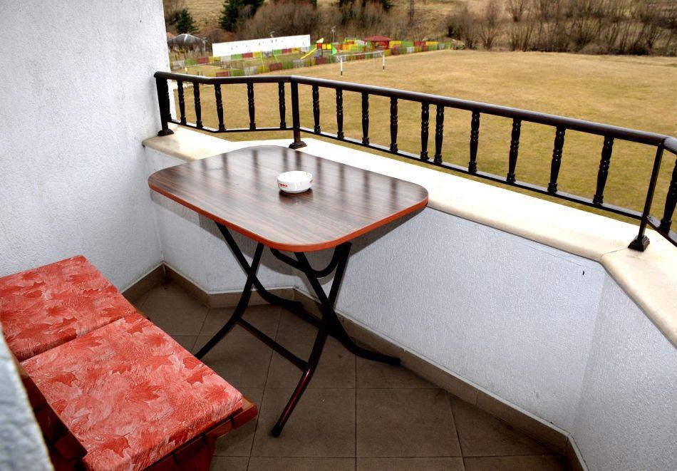 Почивка в Родопите! Нощувка на човек със закуска и вечеря  в семеен хотел Дейзи, с. Борино, снимка 6