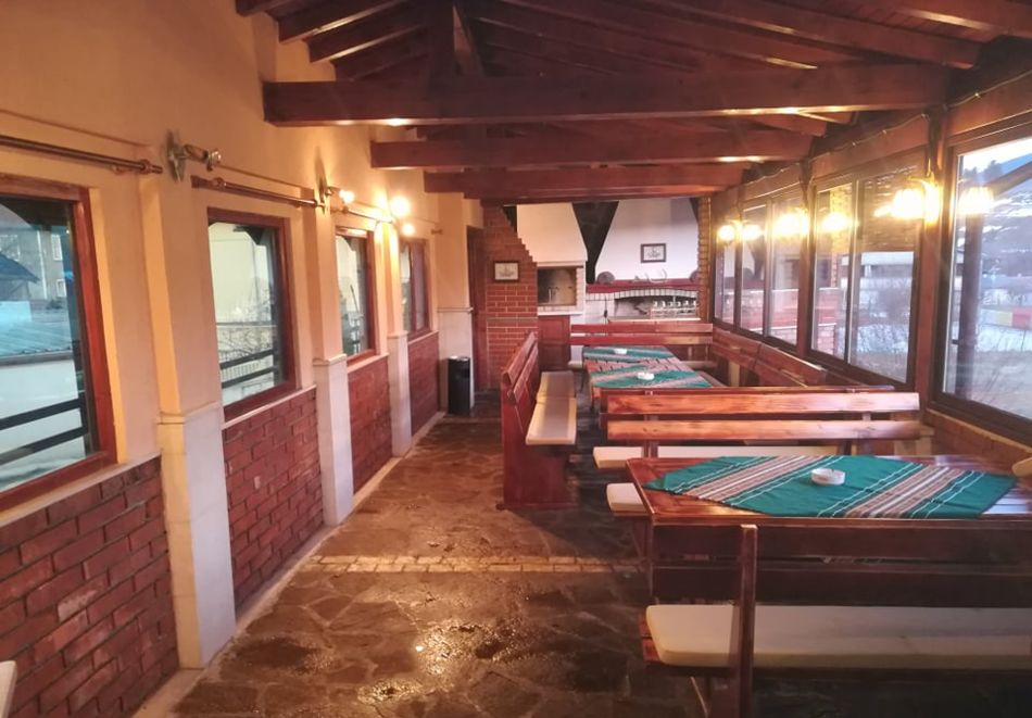 Почивка в Родопите! Нощувка на човек със закуска и вечеря  в семеен хотел Дейзи, с. Борино, снимка 11