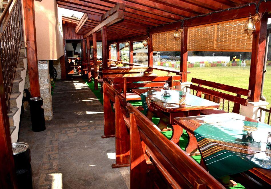 Почивка в Родопите! Нощувка на човек със закуска и вечеря  в семеен хотел Дейзи, с. Борино, снимка 13