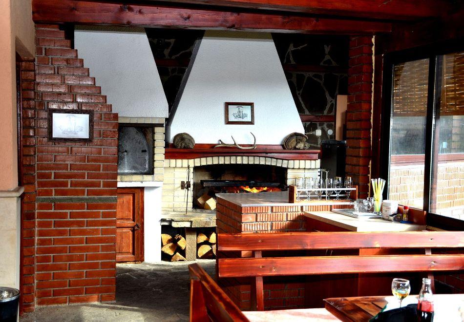 Почивка в Родопите! Нощувка на човек със закуска и вечеря  в семеен хотел Дейзи, с. Борино, снимка 15