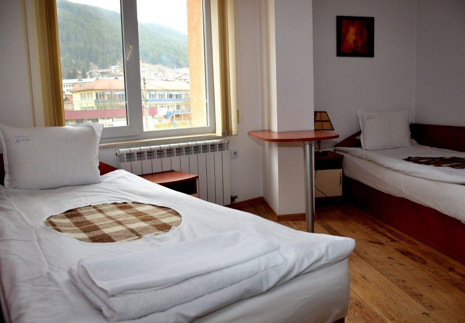Почивка в Родопите! Нощувка на човек със закуска и вечеря  в семеен хотел Дейзи, с. Борино, снимка 9