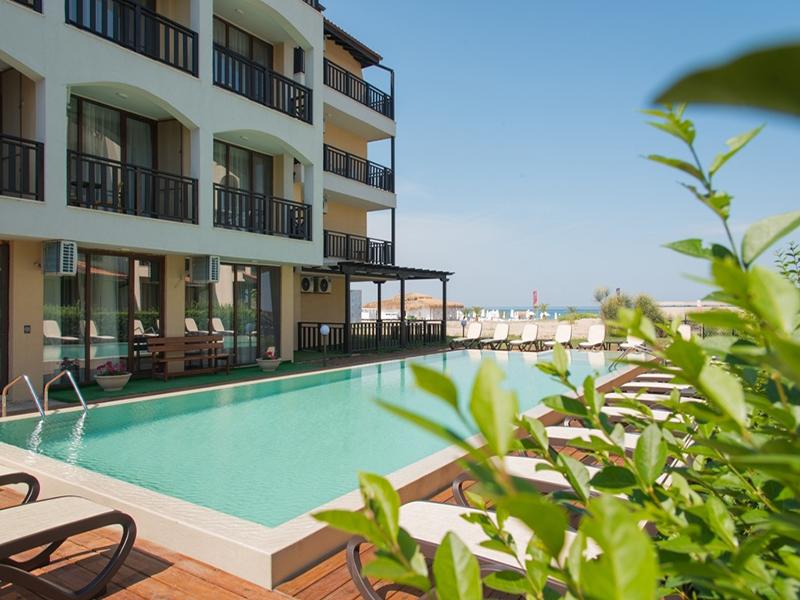 На ПЪРВА линия, плаж Оазис Бийч, Лозенец! Нощувка за ДВАМА или ТРИМА + басейн в хотел Оазис дел Сол. Дете до 12г. - безплатно, снимка 2