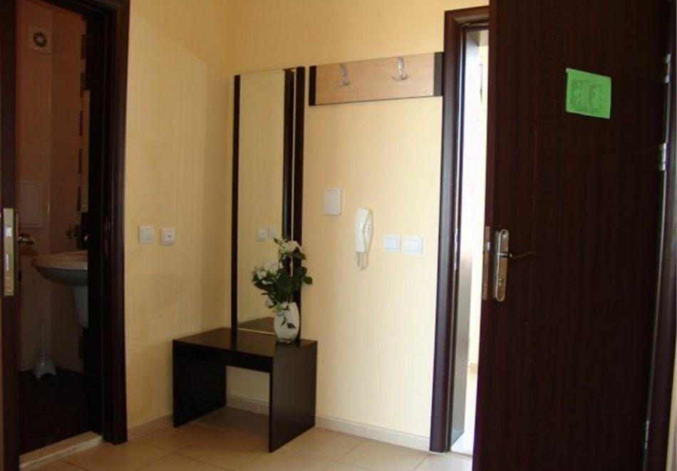 Нощувка за 5-ма в апартамент с гледка море + басейн от хотел Руби, Слънчев бряг, снимка 15