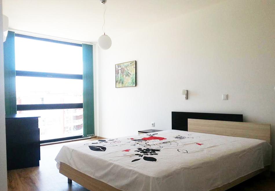На първа линия през септември в Созопол! Нощувка за двама или четирима в студио, апартамент или мезонет + бонус 5 = 6 нощувки от хотел Азур, снимка 3