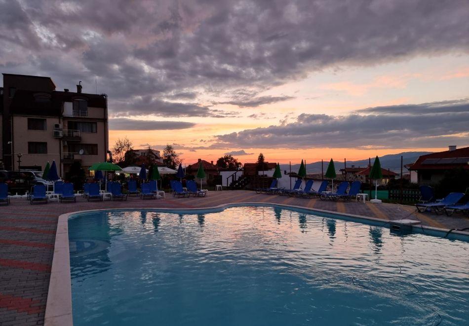 2 нощувки на човек + вечери + минерален басейн в Апартаменти за гости Сапарева Апарт, гр.Сапарева Баня, снимка 6