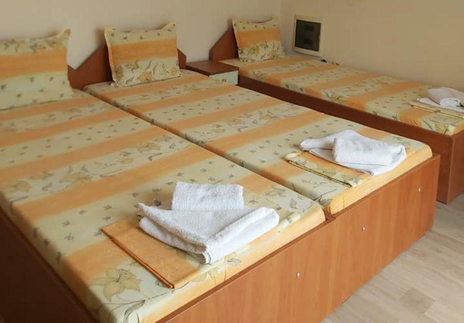 Къща за гости Айсберг, Равда, снимка 3