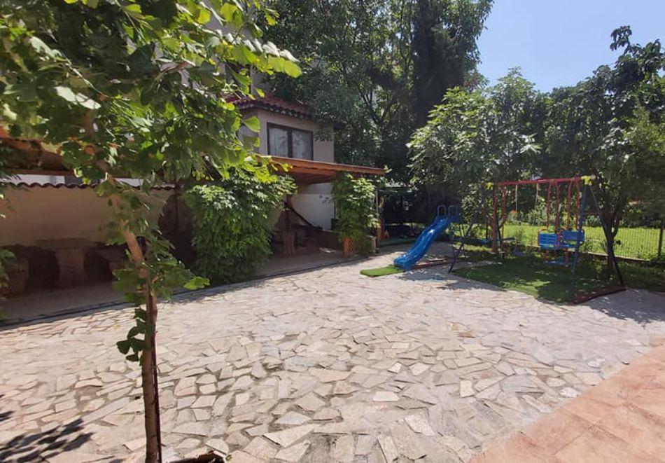 Къща за гости Айсберг, Равда, снимка 2