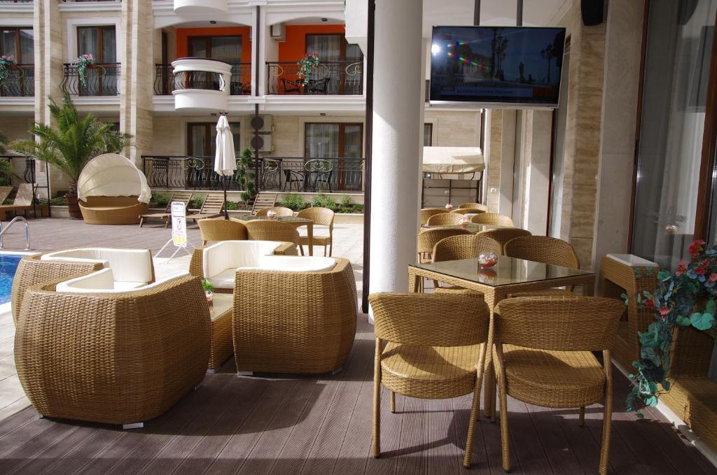 Нощувка на човек + басейн и джакузи в хотел Хармони Палас, Слънчев бряг, снимка 18