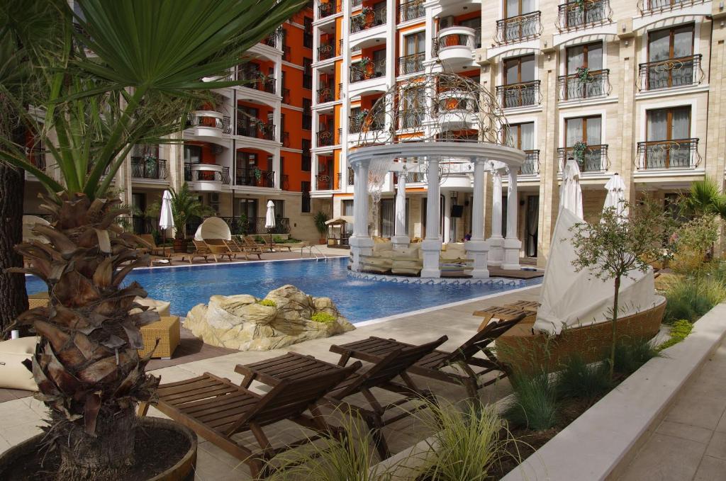 Нощувка на човек + басейн и джакузи в хотел Хармони Палас, Слънчев бряг, снимка 5
