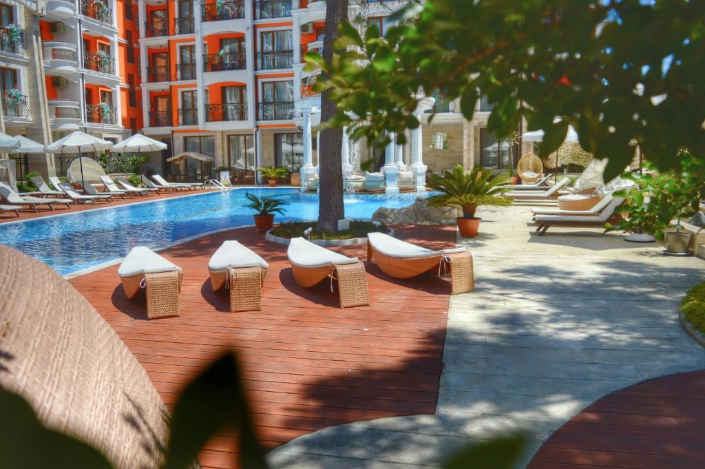 Нощувка на човек + басейн и джакузи в хотел Хармони Палас, Слънчев бряг, снимка 4