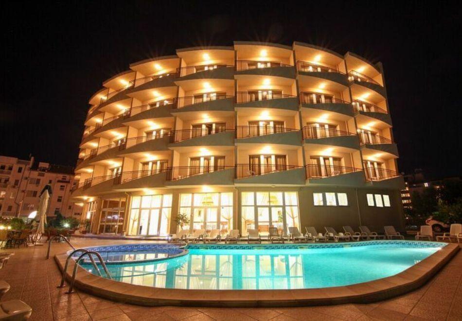 Късно лято в Слънчев бряг! 3+ нощувки на човек + басейн в хотел Верис, снимка 21