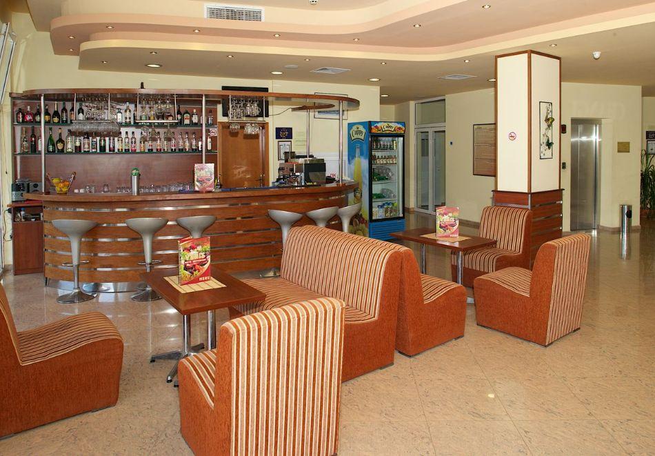 Късно лято в Слънчев бряг! 3+ нощувки на човек + басейн в хотел Верис, снимка 10