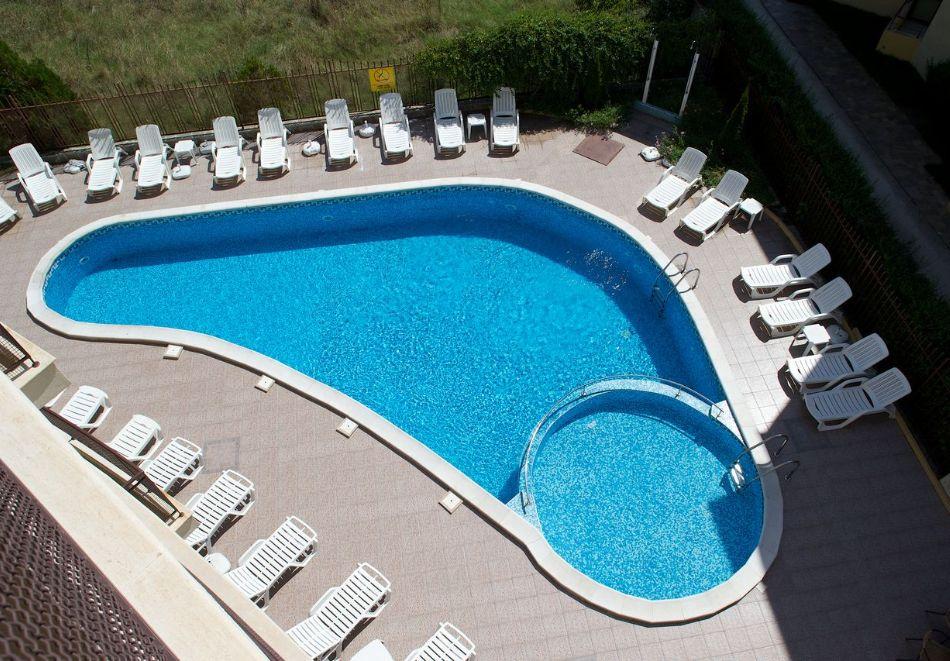 Късно лято в Слънчев бряг! 3+ нощувки на човек + басейн в хотел Верис, снимка 5