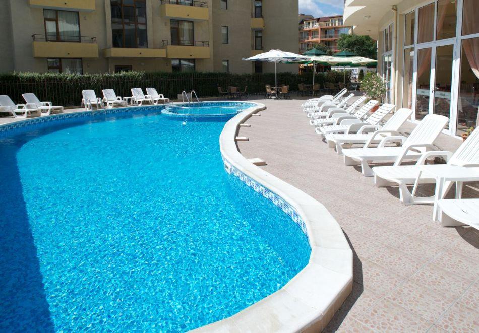 Късно лято в Слънчев бряг! 3+ нощувки на човек + басейн в хотел Верис, снимка 6