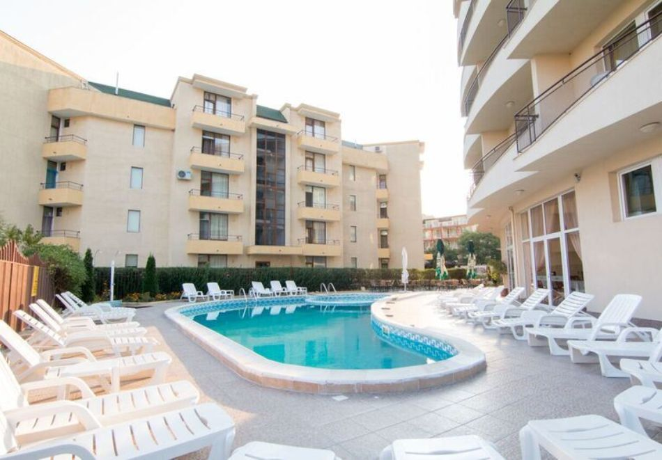 Късно лято в Слънчев бряг! 3+ нощувки на човек + басейн в хотел Верис, снимка 7