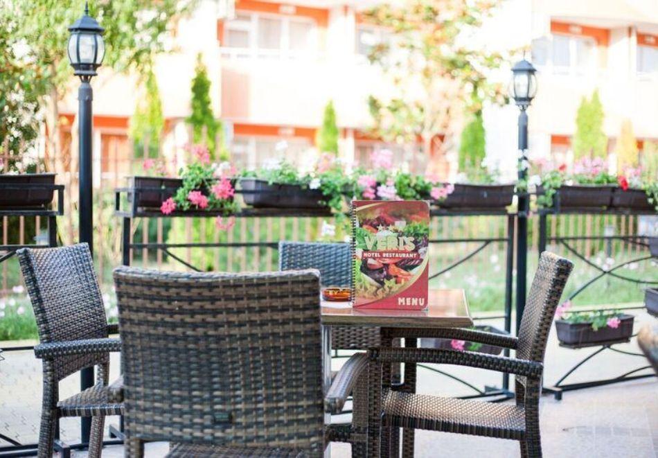 Късно лято в Слънчев бряг! 3+ нощувки на човек + басейн в хотел Верис, снимка 18