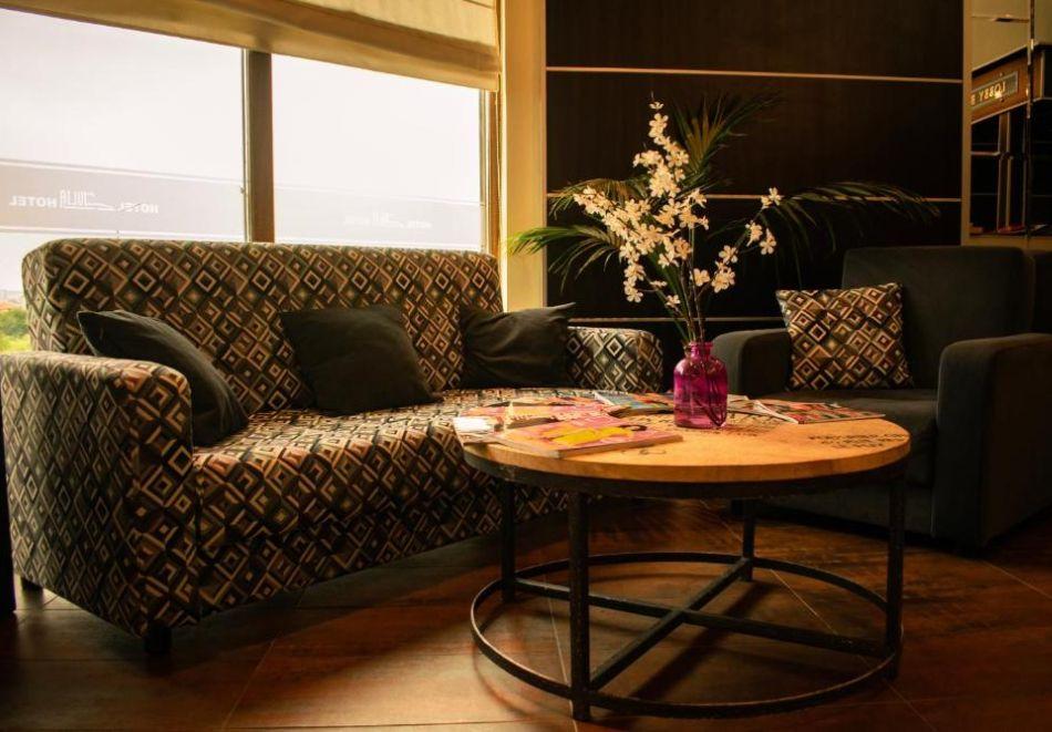 Късно лято в Свети Влас. Нощувка със закуска на човек+ басейн в хотел Джулия***, снимка 31