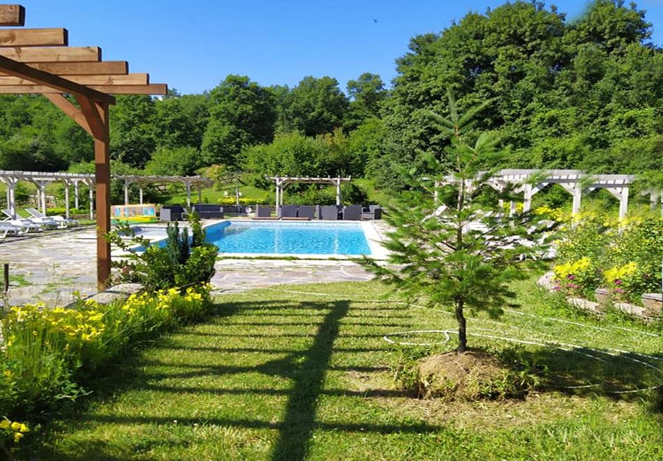 Почивка в Родопите! Нощувка на човек със закуска и вечеря в хотел Енчеви, с. Кирково, на 8 км. от Гърция, снимка 4