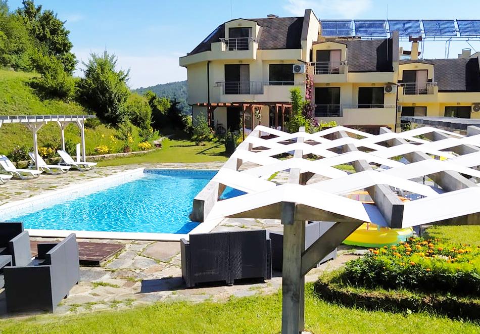 Почивка в Родопите! Нощувка на човек със закуска и вечеря в хотел Енчеви, с. Кирково, на 8 км. от Гърция, снимка 2