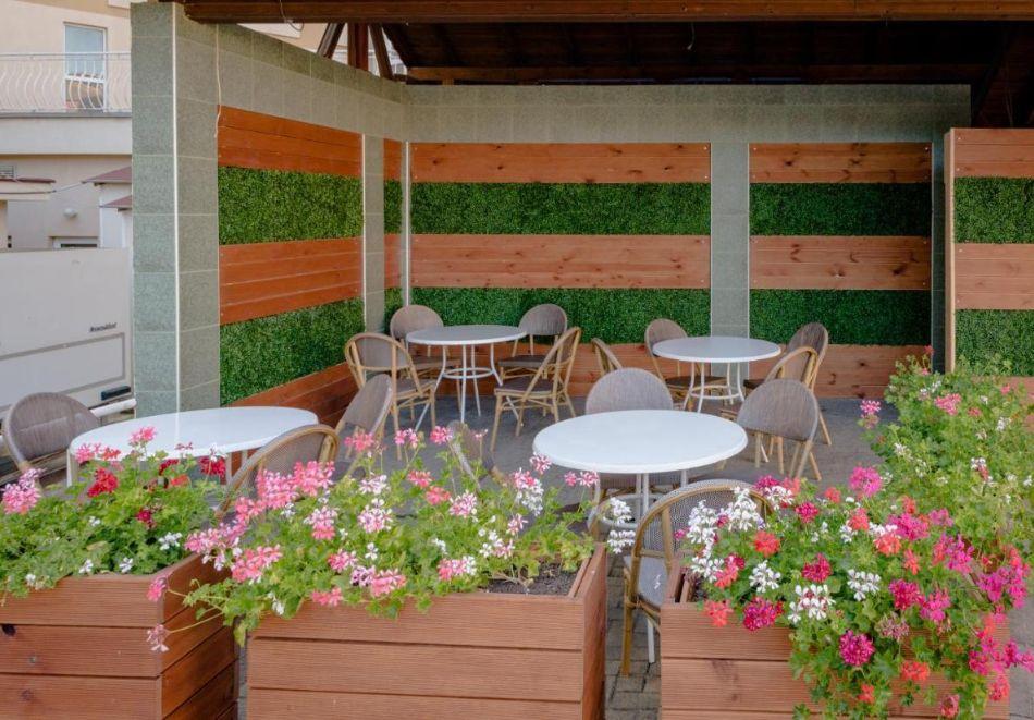 Лято в Константин и Елена! Нощувка на човек на база All Inclusive + басейн от хотел Аврора***, снимка 15
