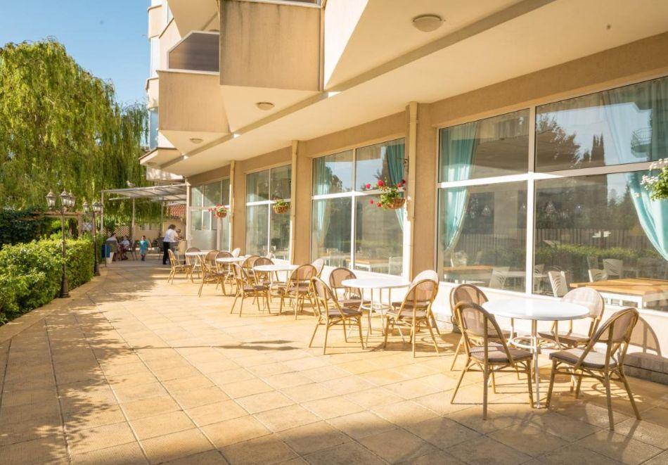 Лято в Константин и Елена! Нощувка на човек на база All Inclusive + басейн от хотел Аврора***, снимка 17